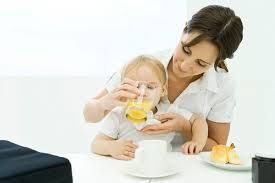 Không nên dùng mật ong với trẻ sơ sinh