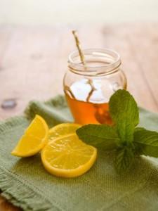 Chanh và mật ong chữa ho, cảm cúm